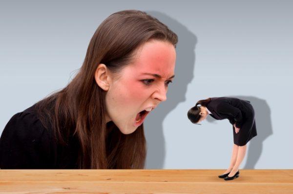 怒られている人の画像